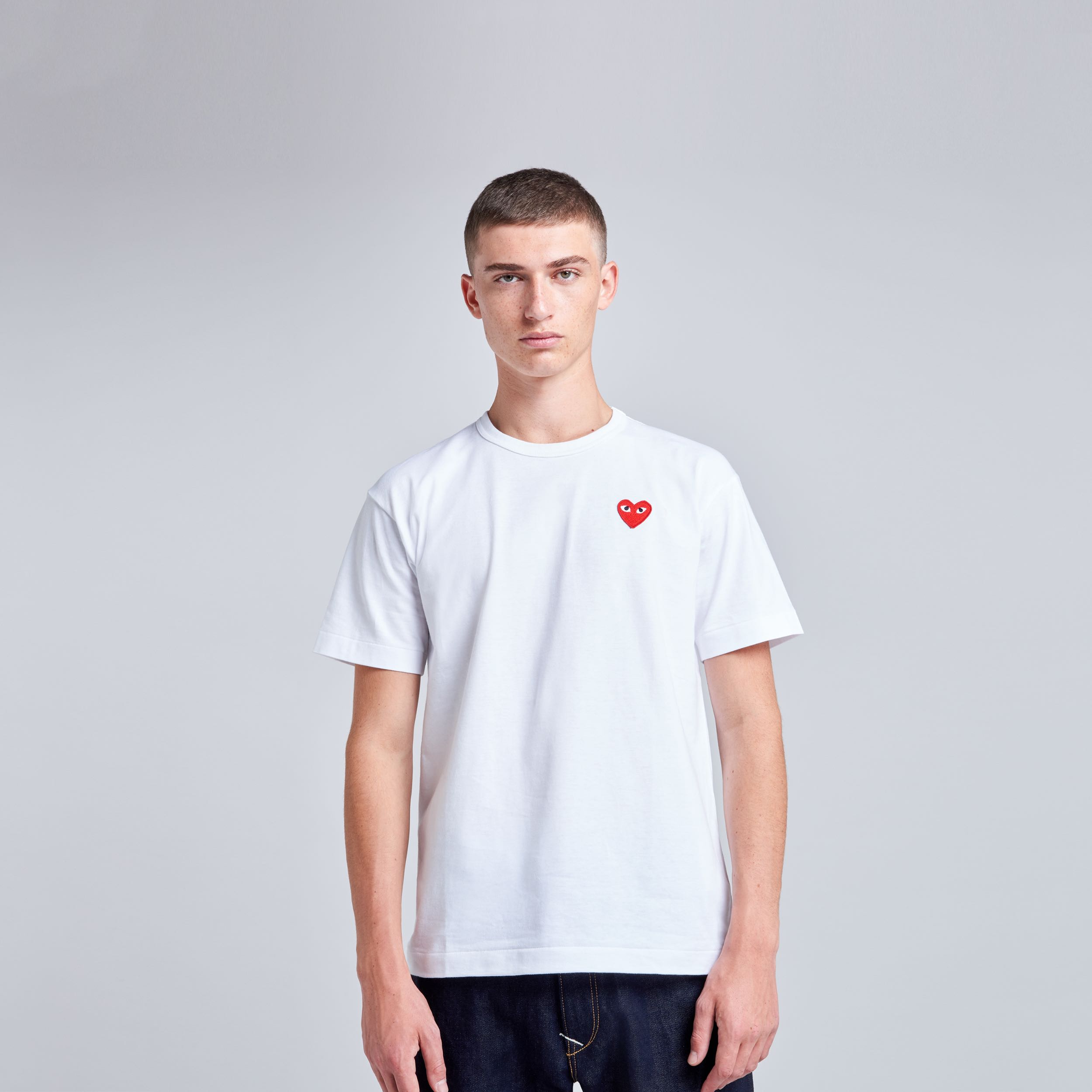 T-shirt blanc coeur rouge