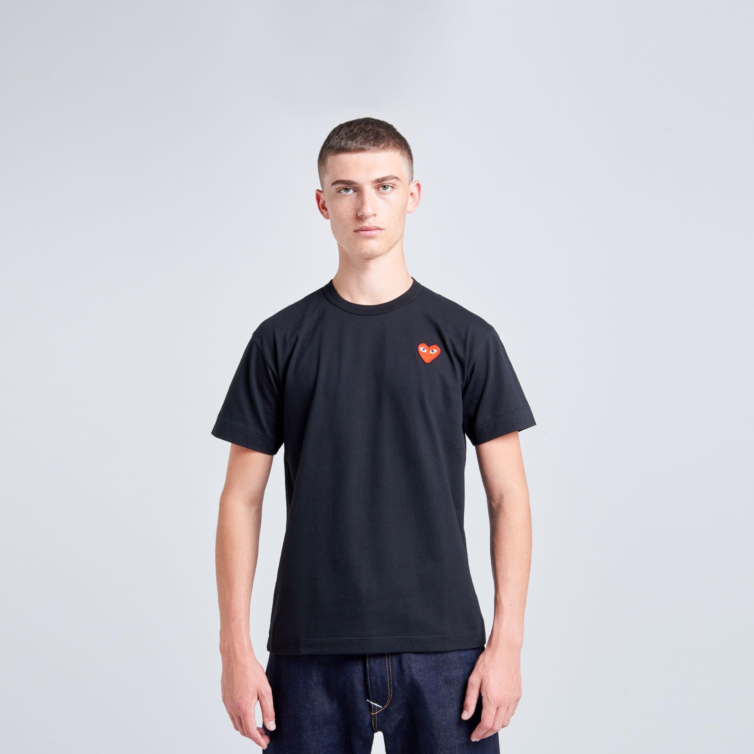 T-shirt noir coeur rouge